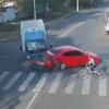 【危機一髪×2】一瞬で2回死にそうになる!衝突事故の巻き添え自転車!ロシア怖い!