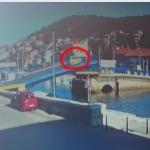 無茶するぜ!跳ね橋が上がっているのに止まらない車!と圧巻の可動橋!