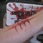 わずか1分で腕に大きな傷が!メイクアップアーティストの特殊技術!