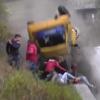 伝説に残る危機一髪の事故動画!ドライバー含めて全員無傷のラリーカー大クラッシュ!