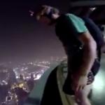 クアラルンプールタワーからベースジャンプ!別ビルの屋上プールへダイブするスーパーミッション!