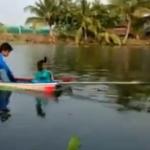 普通のボートに自家製スクリュー!タイの親子が作ったモーターボートの試運転!