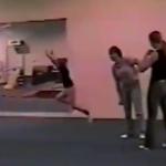 体操少女の奇跡のタイミング!危機一髪だったけど当事者の子供は気がついてない!