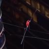地上150メートルを目隠しで綱渡り!「ワイヤーの王」ニック・ワレンダ氏のパフォーマンス!