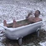 今日のノルウェー暖かい!野外の浴槽でウォッカ飲んじゃうぞ!