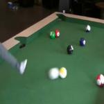 足で楽しむビリヤードSnookball。サッカーボールで9ボールが遊べるよ!