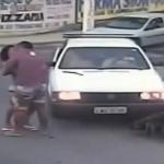 純愛バイク事故!車に突っ込んだ直後にお互いの無事を確認してチューする二人!