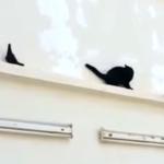 ハトに翻弄される猫、屈辱の後ろ歩き!だってバックするしかないんだもん!