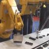 乾電池をパックする産業用ロボットのコンビネーションが凄い!