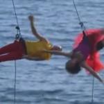 崖の側面で重力に逆らう空中ダンス!登山のザイルを使って踊る二人のダンサー!