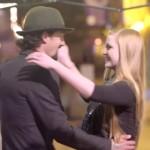 踊れカップル!バレンタインデーのプチドッキリ!赤いボタンを押すと即席ダンス会場が現れる!