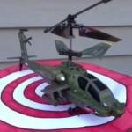 ラジコンヘリコプターを飛ばす犬