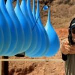 水風船が何個あれば銃弾を止められる?ピストルの弾丸おもしろ実験!