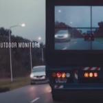 追い越し事故が減る!?トラック後部のモニターが前方の様子を映しだす!