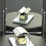 錯覚すごい!鏡に映すと形が変わるガレージの屋根!
