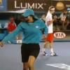 ボールガールの虫退治!テニス会場が笑いに包まれる!