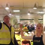スーパーマーケットでオペラを歌う!少人数フラッシュモブ!