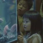 シャケの切り身ロボットが泳ぐ水槽!子供達の反応は!?