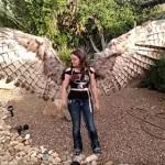 鷹の翼カッコイイ!空気圧で羽根が広がるハロウィン衣装!