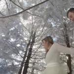 犬が撮影した雪の結婚式