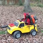 子供用、落ち葉吹き飛ばし車!