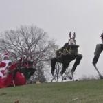 トナカイロボット、サンタのソリをひく!