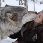 大好きなお姉さんにチューするオオカミ