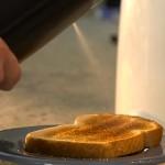 バタースプレー!固形バターを瞬時に熱して噴射!