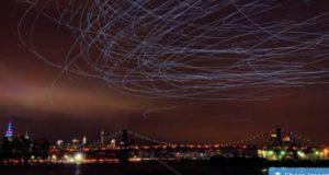 LEDを付けた二千羽のハトが織り成す夜空の空中ショー!