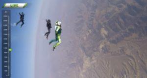 大喝采!高度7600mからパラシュート無しのスカイダイビング!