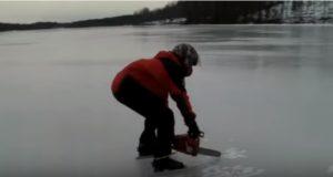 氷を切りながら滑走!?チェーンソーの動力でアイススケート!