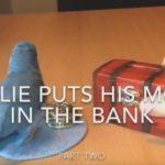 インコがコイン!?貯金箱にお金を入れるインコが賢すぎ!