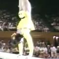 体操選手ポール・ハント(Paul Hunt)の女装エキシビジョンで会場大爆笑!