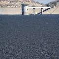 貯水池に9600万個の黒いシェードボール!驚くべき節水アイディア!